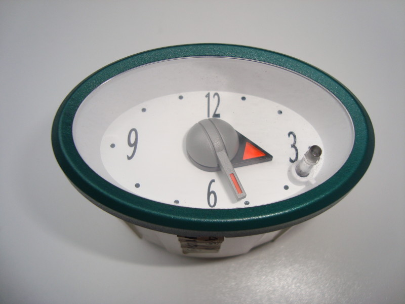 CENTRAL DASH CLOCK – WHITE FACE WITH GREEN SURROUND