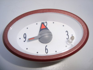 CENTRAL DASH CLOCK – WHITE FACE WITH RED SURROUND