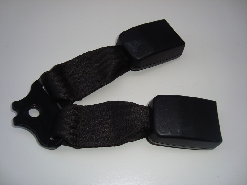 Rear seat belt double catch