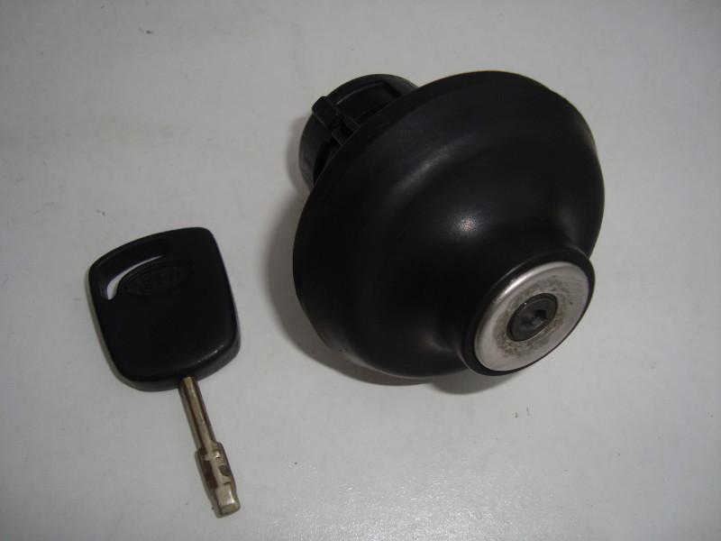 GENUINE FORD LOCKING PETROL CAP WITH KEY