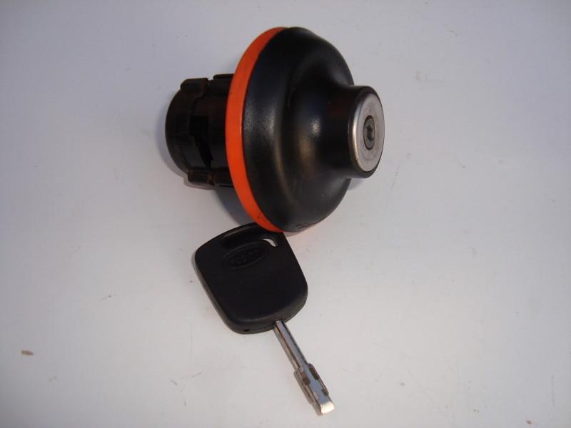 GENUINE FORD LOCKING PETROL/FUEL CAP WITH KEY