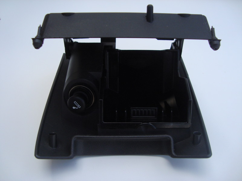 Ash tray with cigarette lighter  – black
