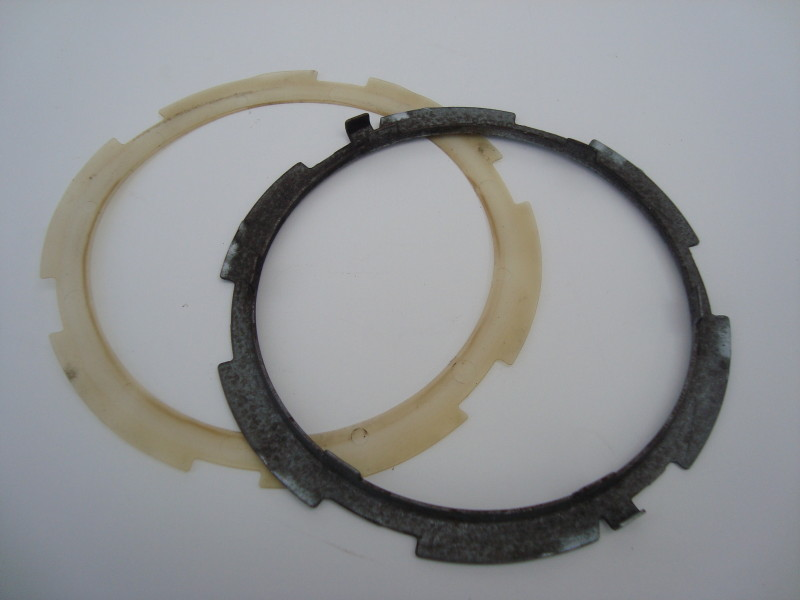 petrol pump retaining ring and plastic gasket